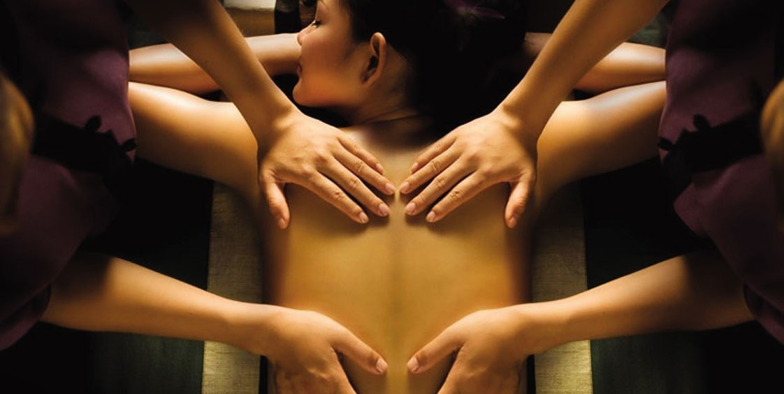 ROYAL MASSAGE IN 4 HANDS