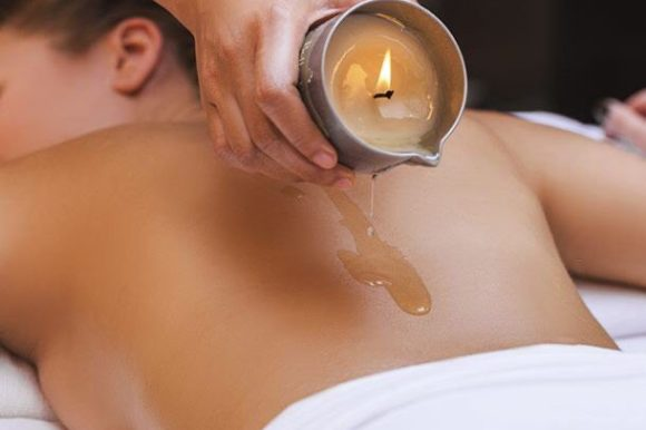 MASSAGE WITH WARM AROMATIC CANDLE